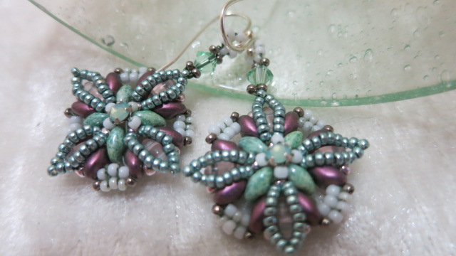 Galery Image of earring flower-mint