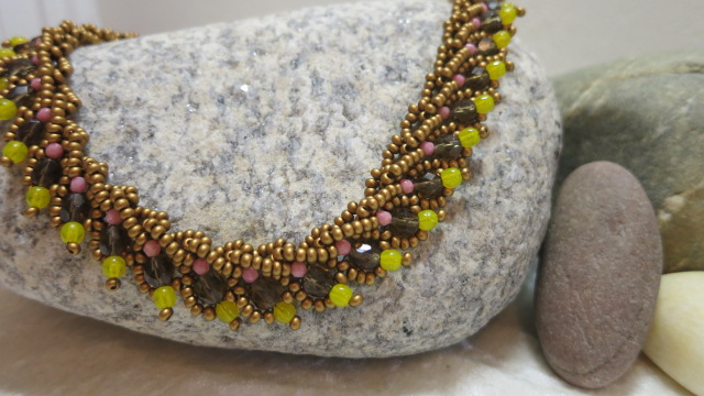 necklace with warm colours mohican