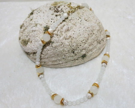 necklace white golden on shell