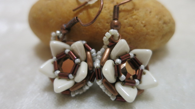 Earring brown searose front