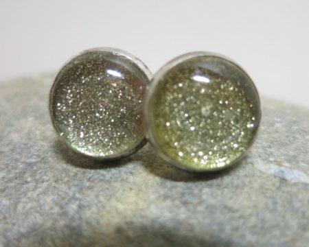 earring studds golden glitter on stone