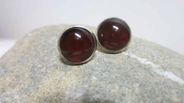 earring studds red brown on stone