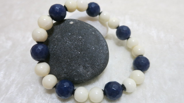 bracelt blue Achat white Coral on stone