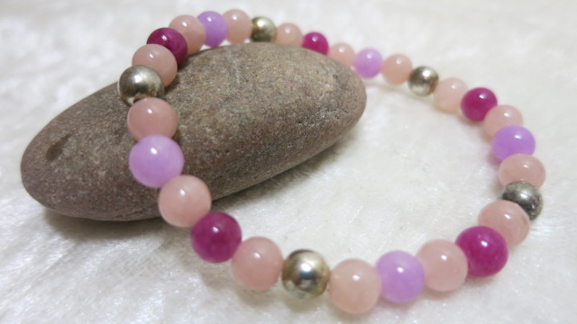 bracelet with Jade Gemstones pink purple on stone