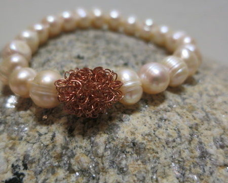 bracelet freshwater with copperbead front