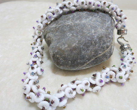 knotted necklace white on stone frontal