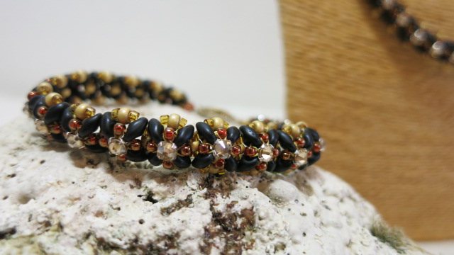 beaded bracelet black brown in detail