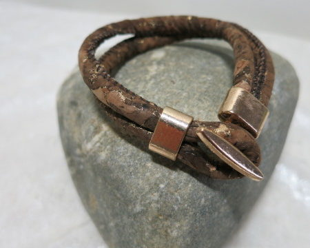 cordbracelet brown on stone