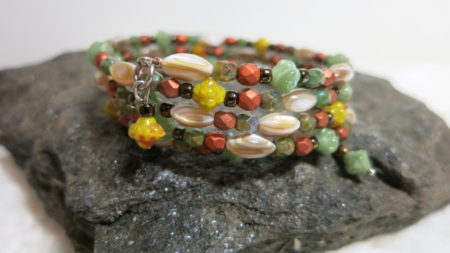 bracelet spiral brown green on stone