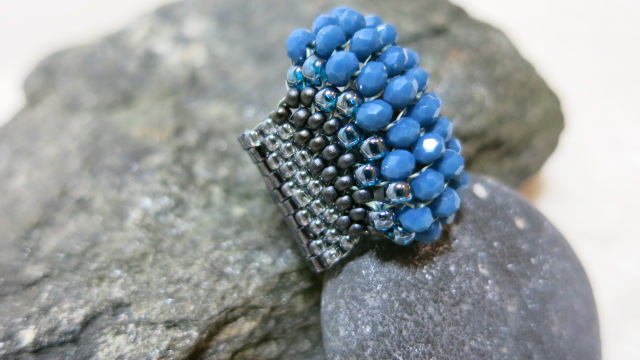 ring beaded band in blue color lateral