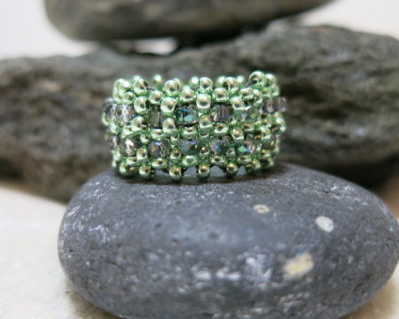 ring beaded band green with accent beads