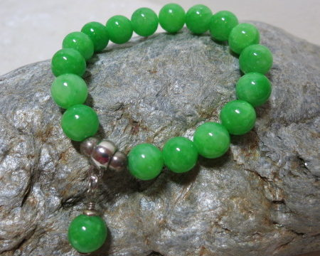 bracelet green Jade an silver beads on silverstone