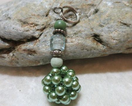 keyringpendant netted bead green frontside