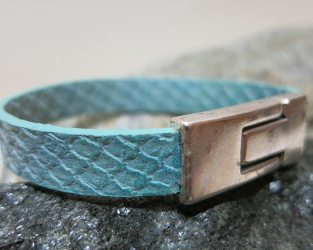 bracelet blue leather stripe with magnetic closure total view