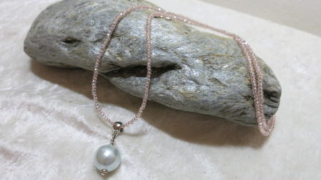 necklace long with shell pendant on stone