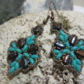 earpendant turquoise with copper brown two hole laying