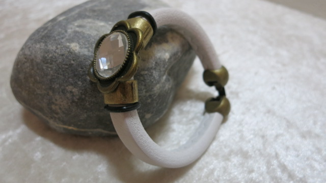 bangle leather licorice white with copper decoration hook closure lateral standing