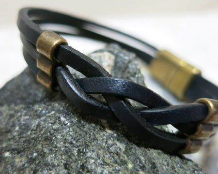 bracelet leather stripes black with copper dekoration magnetic clasp detailled