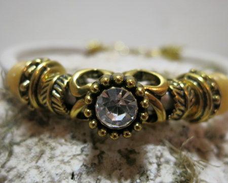 bracelet leather with golden decoration front