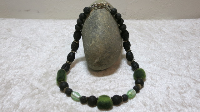 necklace lava green silverfoil with felted beads ahead stone
