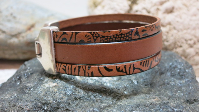 bracelet leather three strands brown on black stone
