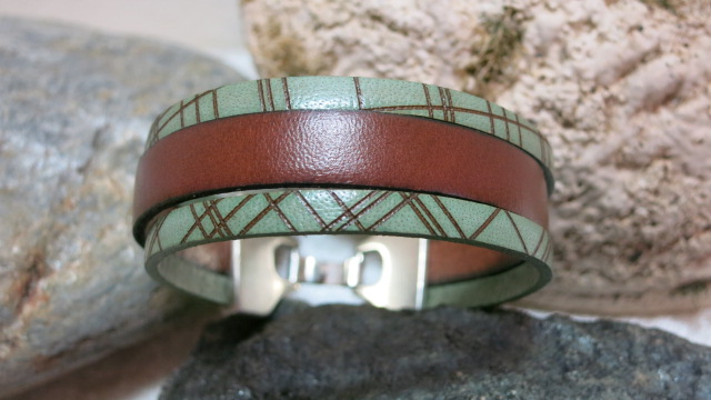 bracelet leather three strands brown with green between stones