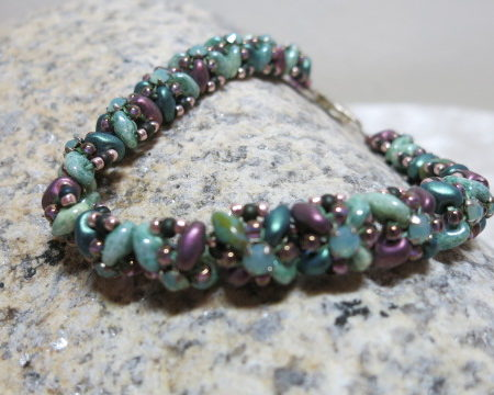 bracelet blue lila colors swarowski crystal pearls with closure on stone
