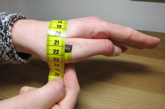 length of wrist measuring in detail