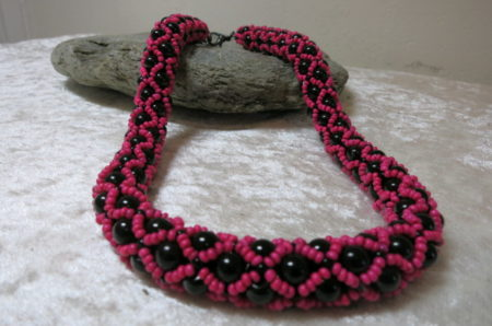 necklace collier abundant pink black color ahead black stone