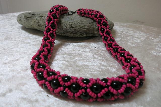 necklace collier abundant pink black color ahead black stone