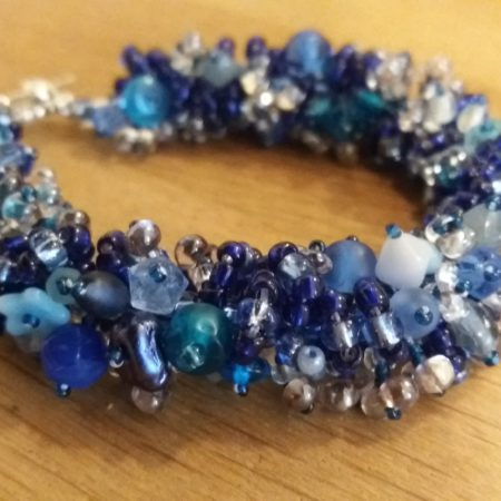 bracelet-caterpillar-blue-white-1